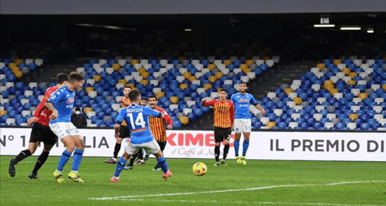 gol Mertens Napoli-Benevento