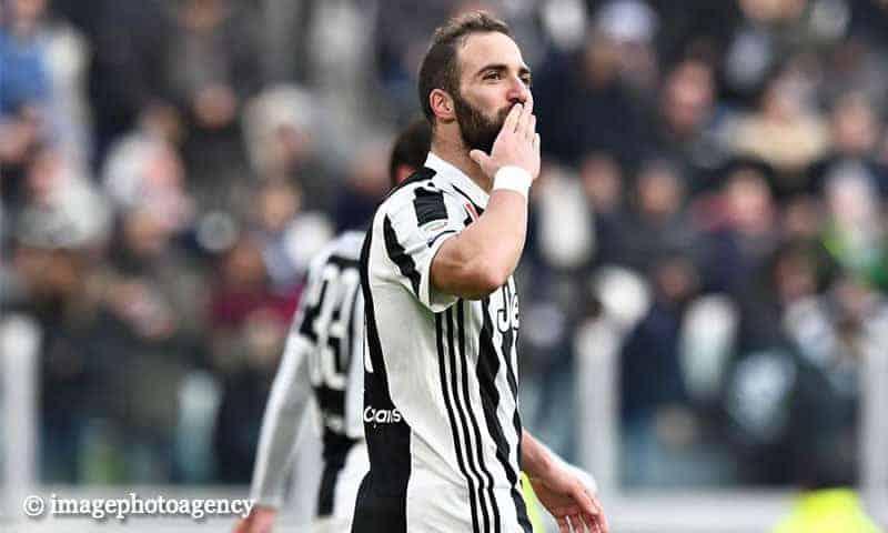 Bacio-Higuain-Juventus-Sassuolo