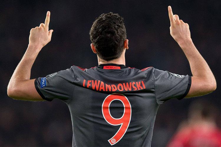 Lewandowski, il Bayern passa alle minacce
